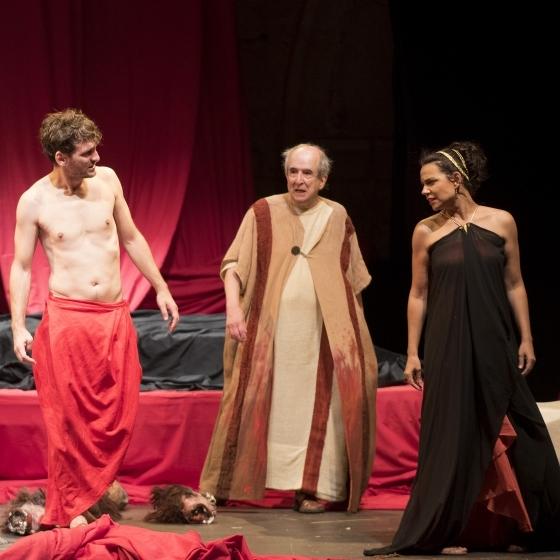 La primera noche de 'Nerón' arrasa en el Festival de Teatro de Peñíscola