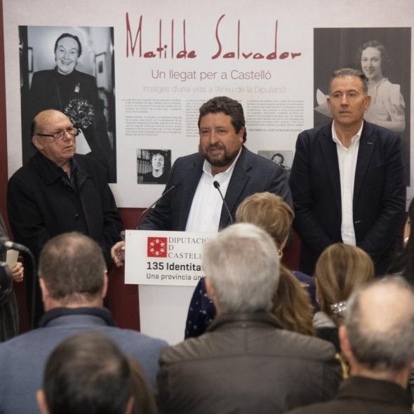 Moliner inaugura la exposición de la Diputación homenaje a Matilde Salvador