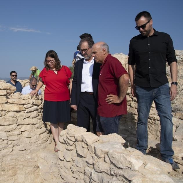 Martí destaca el potencial que ofrecen a Vinaròs las excavaciones en el yacimiento del Puig