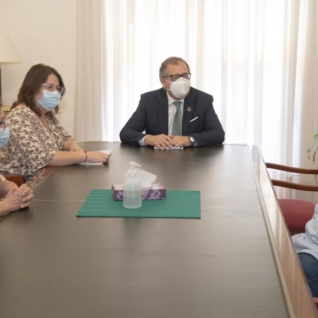 José Martí y Ruth Sanz reciben a la Societat Castellonenca de Cultura