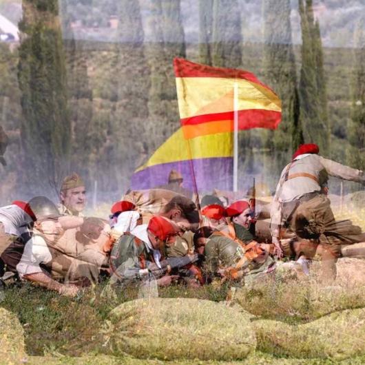 Julián Barón recrea episodios de la Guerra Civil en la muestra fotográfica 'El laberinto mágico', que abre sus puertas mañana en el Espai Cultural Obert Les Aules-copia