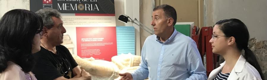 Diputación restaura en directo un sarcófago en la exposición La Llum de la Memòria