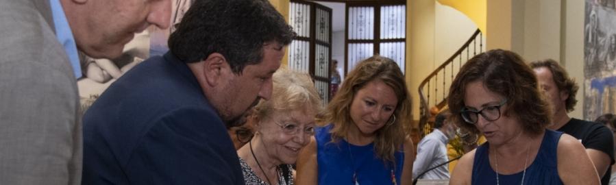 Diputación prepara una exposición de Matilde Salvador con 8.000 fotografías